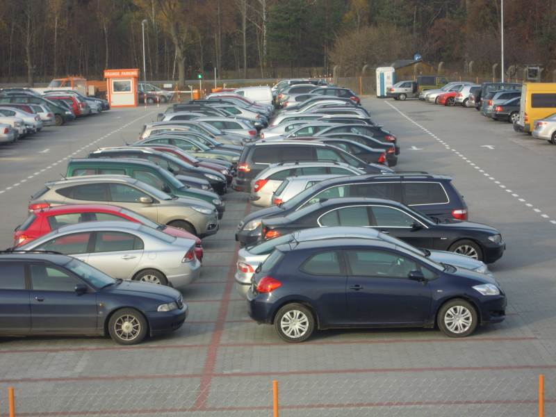 Modlin parking przy lotnisku