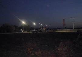 parking w modlinie nocą