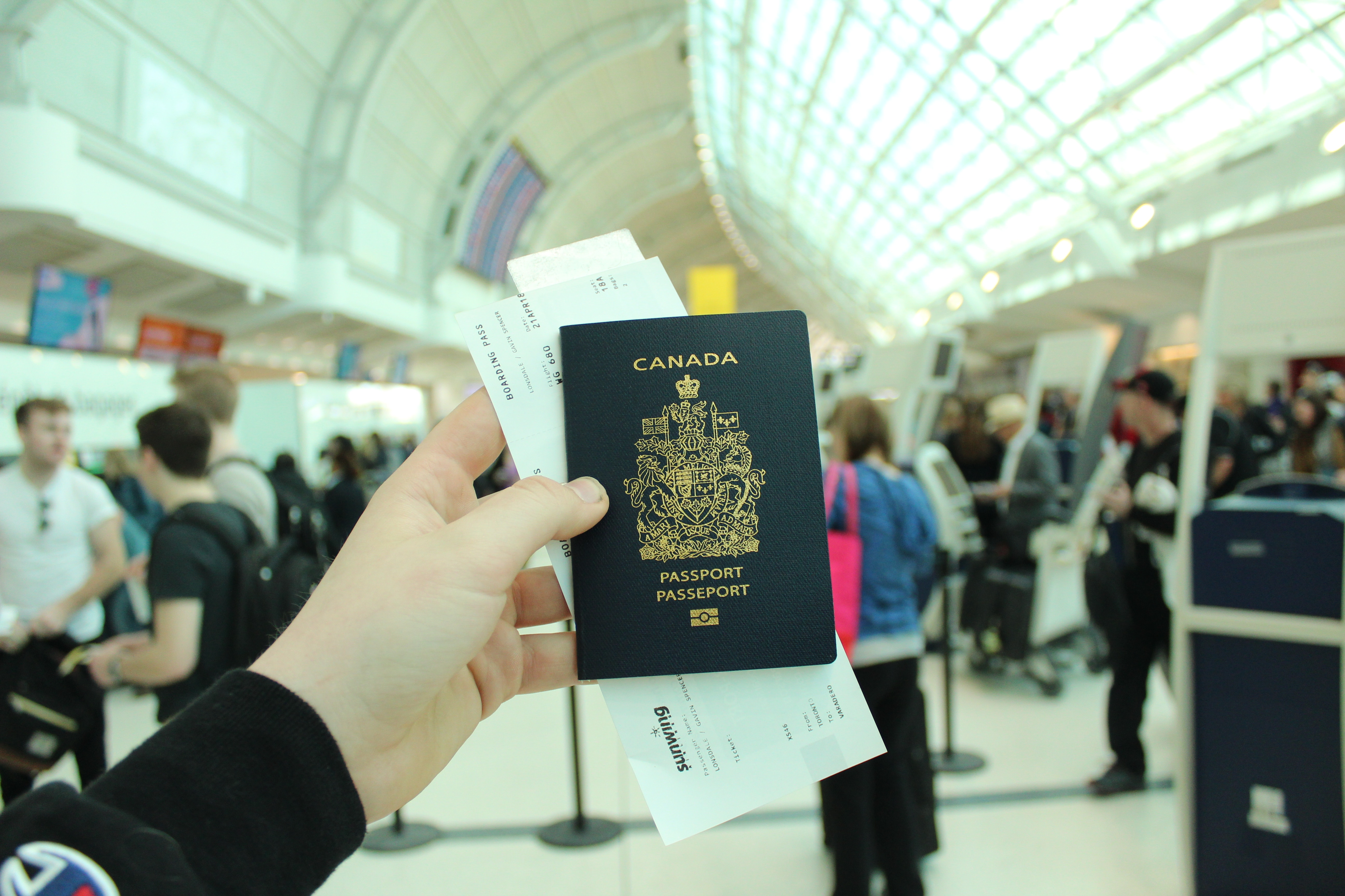 paszport w ręcę